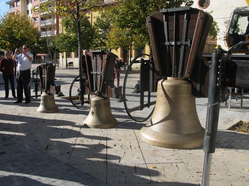 Montaje San Pablo -Campanas restauradas expuestas para bendicion